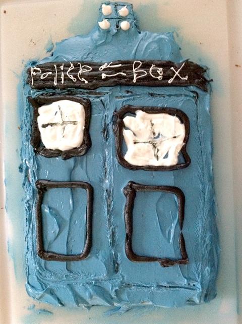 080313.policeboxcake